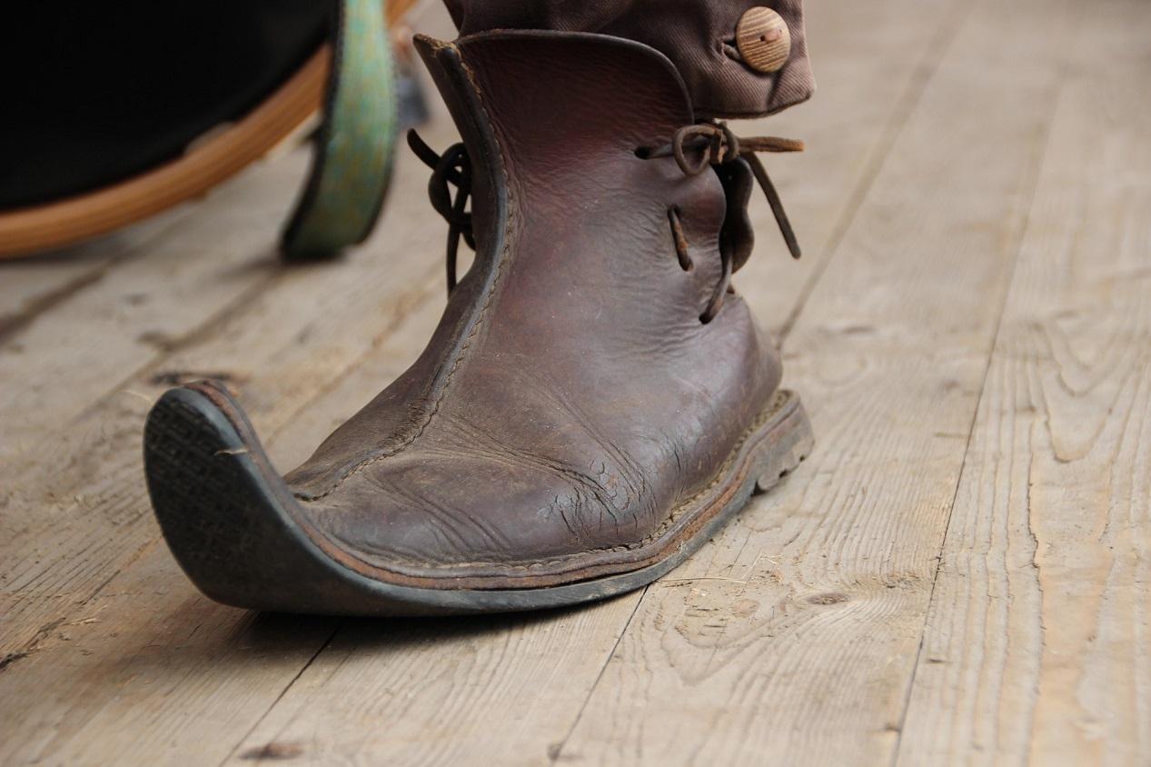 Chaussure pour homme du moyen-âge