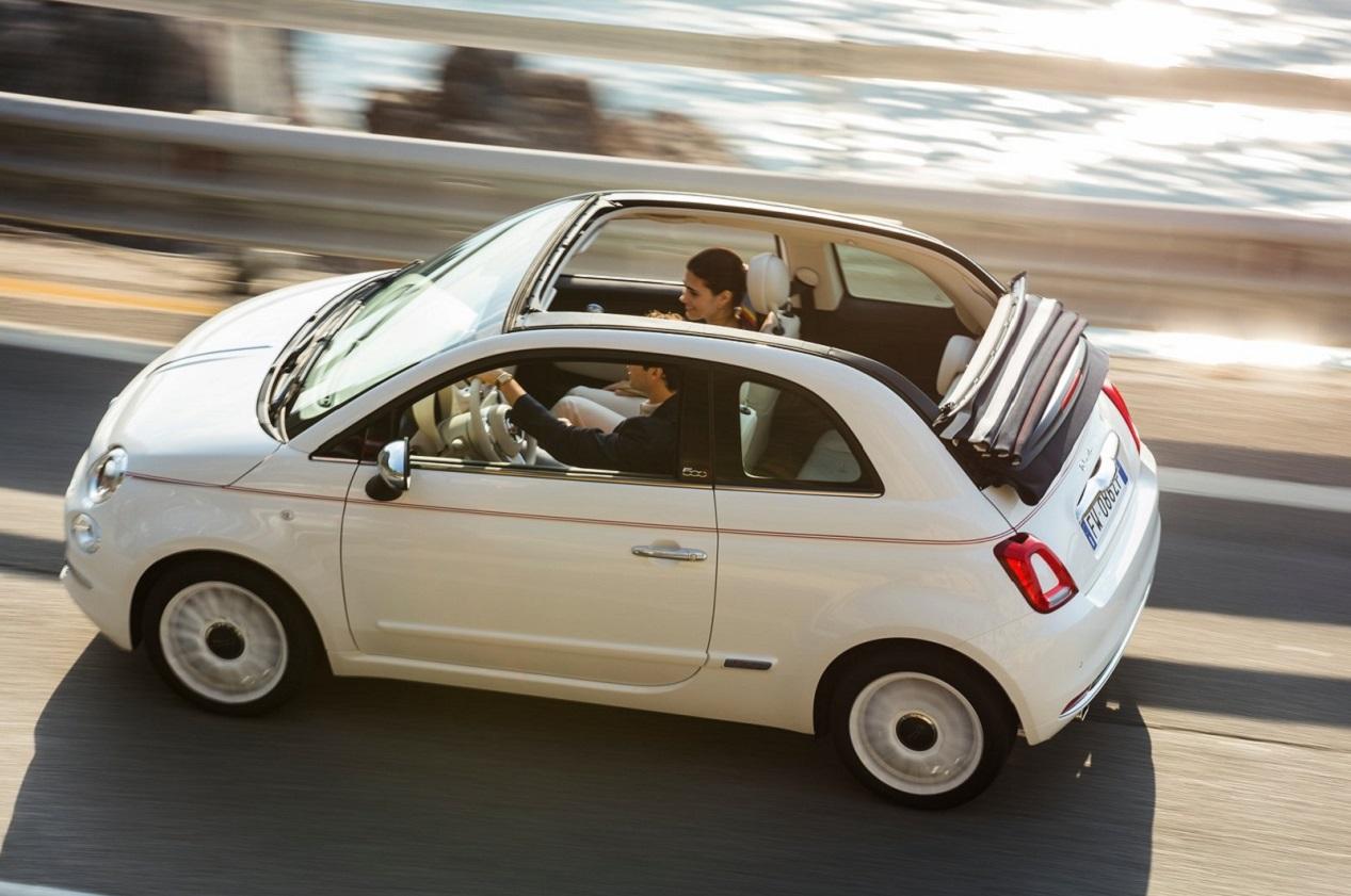 Fiat 500 Dolce Vita en train de rouler