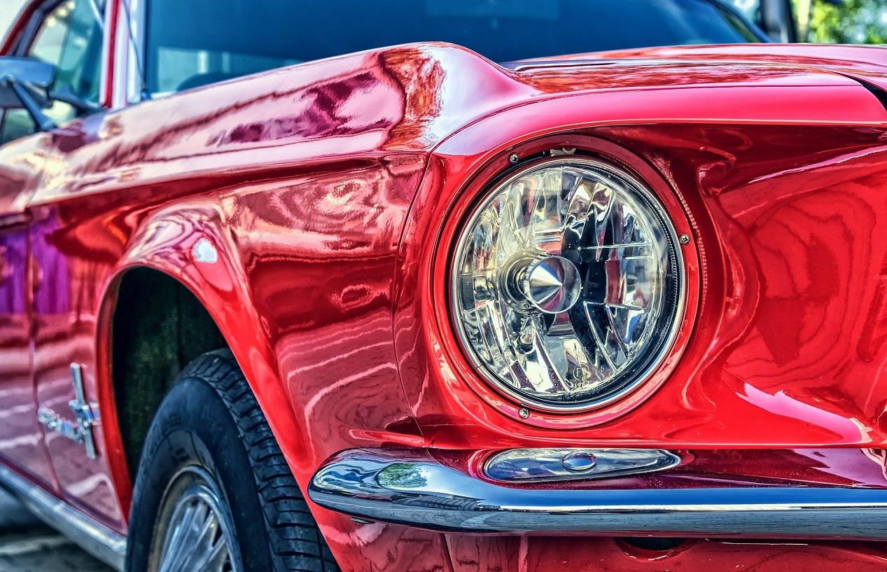 Ford Mustang rouge de 1965