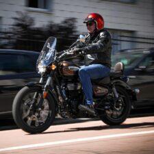 Essai moto : Royal Enfield Meteor 350, un look flatteur à prix contenu