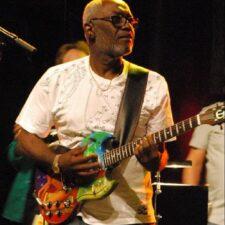 Le guitariste et co-fondateur de Kassav Jacob Desvarieux est mort