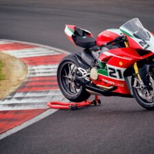 Ducati lance la production de la Panigale V2 Bayliss 1st Championship 20th Anniversary